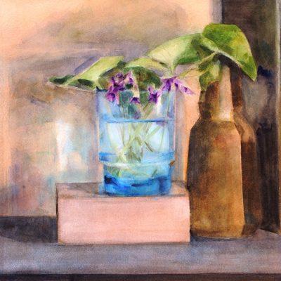 Botella y violetas, 2001. Acuarela, 56 x 76 cm